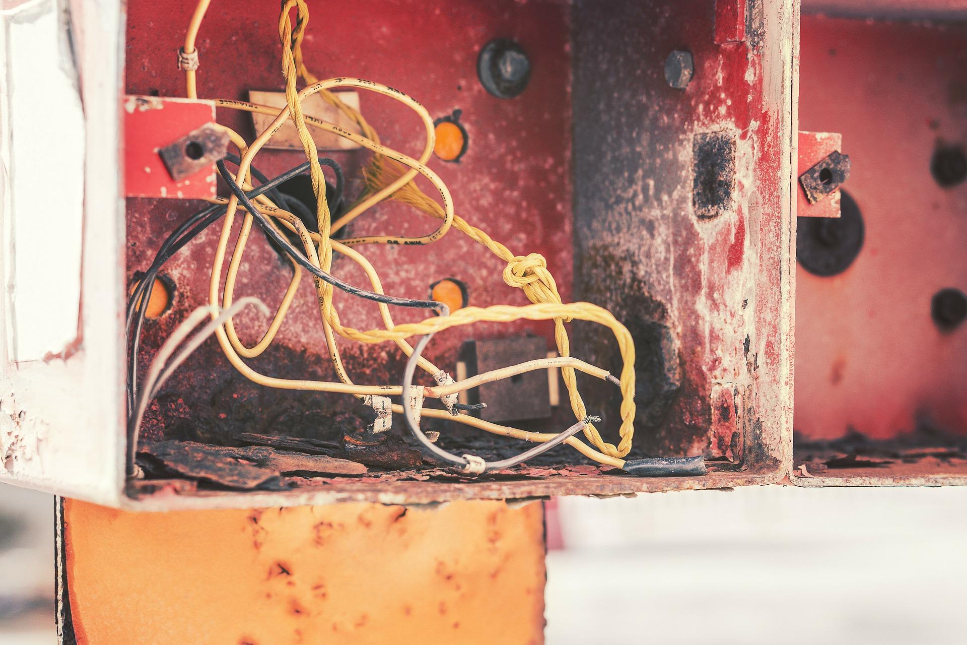 Ricablaggio Nella Tua Casa – Sostituisci Quei Vecchi Fili